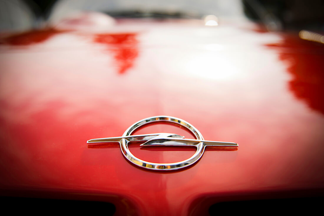 1968 Opel GT keulamerkki. Tekijä ja copyright: Opel Automobile GmbH
