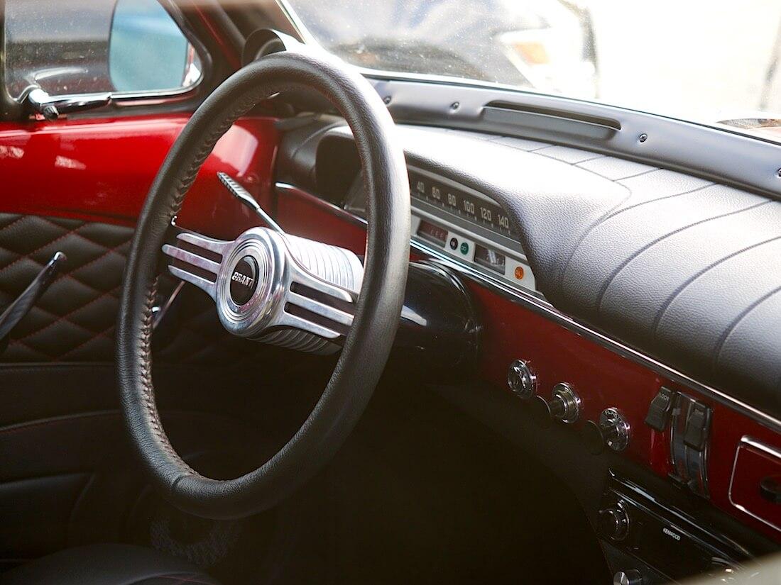 1968 Volvo Amazon kojelauta ja ratti. Tekijä: Kai Lappalainen. Lisenssi: CC-BY-40.