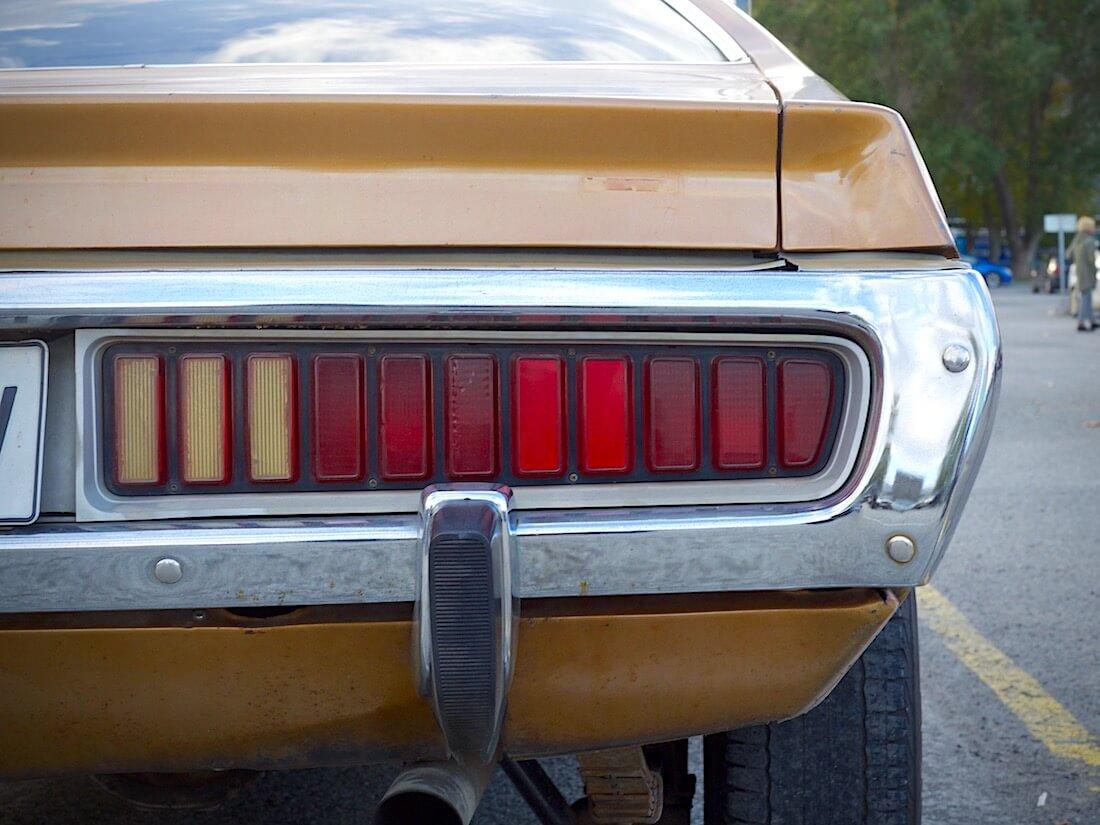 1974 Dodge Charger 318cid takavalot. Tekijä: Kai Lappalainen. Lisenssi: CC-BY-40.