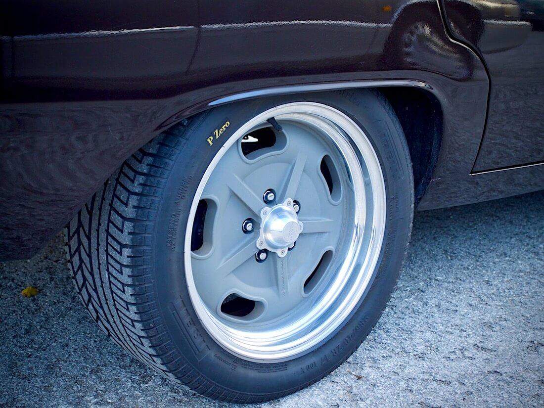 American Racing Salt Flat vanteet 1975 Plymouth Valiantissa. Tekijä: Kai Lappalainen. Lisenssi: CC-BY-40.