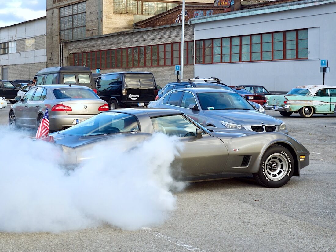 1978 Chevrolet Corvette Burnout. Tekijä: Kai Lappalainen. Lisenssi: CC-BY-40.