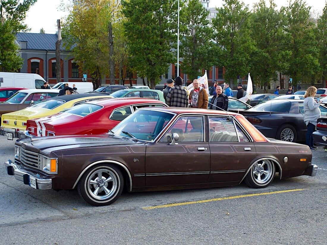 1980 Dodge Aspen 225cid Slant-6 Lowrider Custom. Tekijä: Kai Lappalainen. Lisenssi: CC-BY-40.