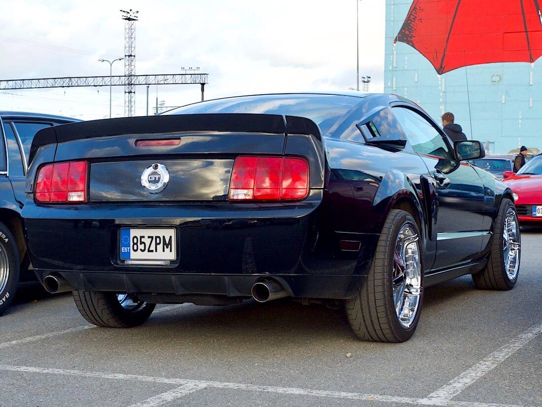 2008 Ford Mustang GT California Special Shelbyn takasiivellä. Tekijä: Kai Lappalainen. Lisenssi: CC-BY-40.