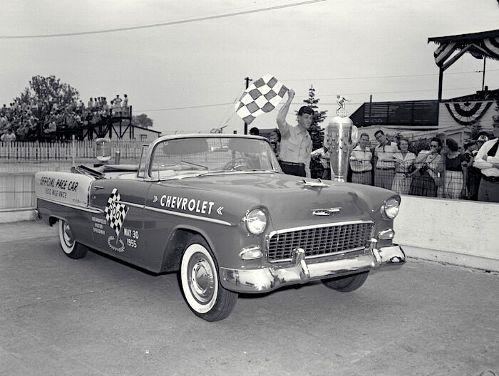 1955 Chevrolet Bel Air official Indy 500 Pace car. Kuva: GM Media. Lisenssi: CC-BY-NC-30.