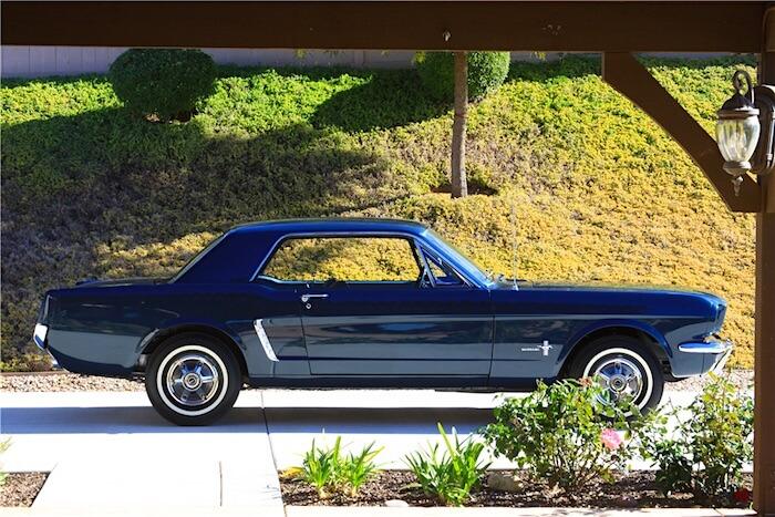 1964.5 Ford Mustang 170cid esisarjan käsinkoottu auto. Kuva ja copyright: Barrett-Jackson.