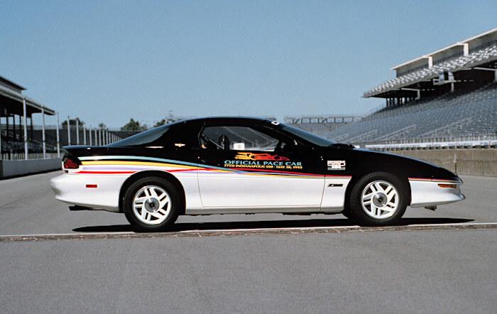 1993 Chevrolet Camaro Z28 Indy 500 turva-auto. Kuva: GM Media. Lisenssi: CC-BY-NC-30.