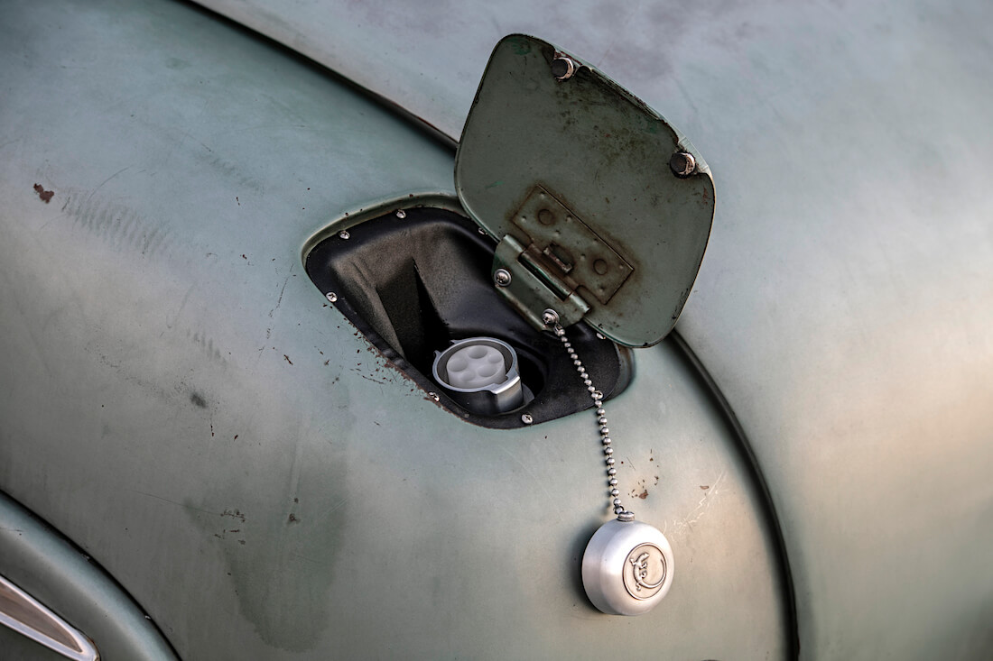 1949 Mercury Coupe Derelict Teslan latauspiste. Kuva ja copyright: ICON.