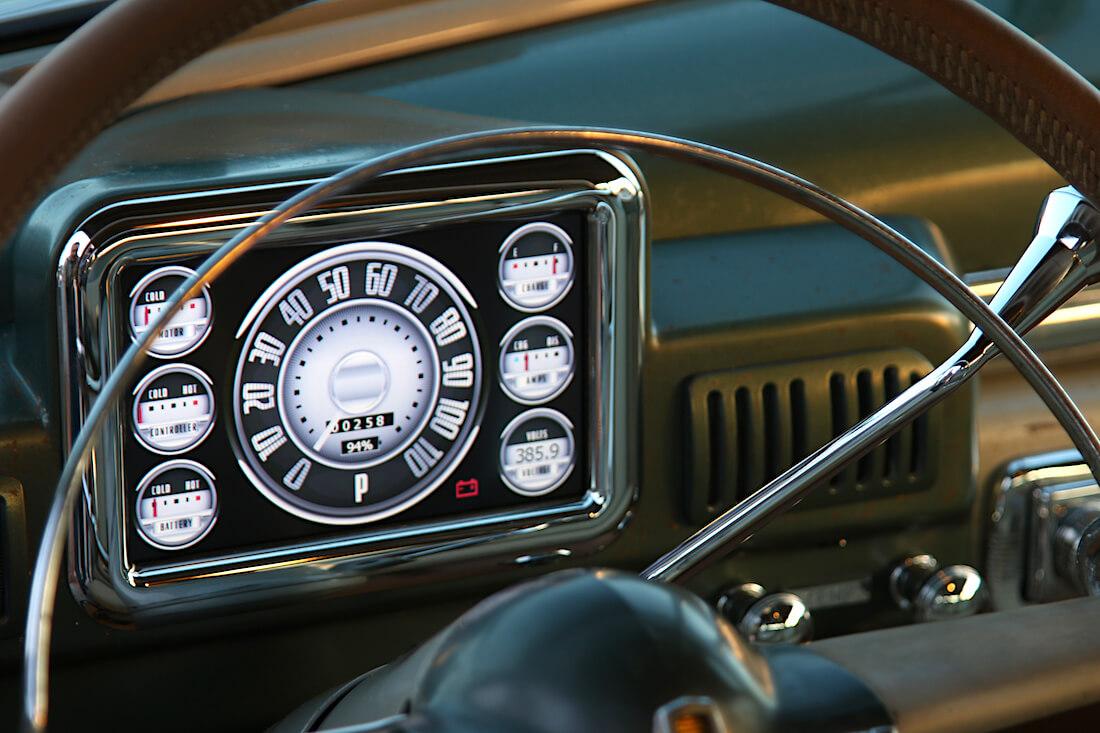 1949 Mercury Coupe Derelict auton elektroninen mittaristo. Kuva ja copyright: ICON.