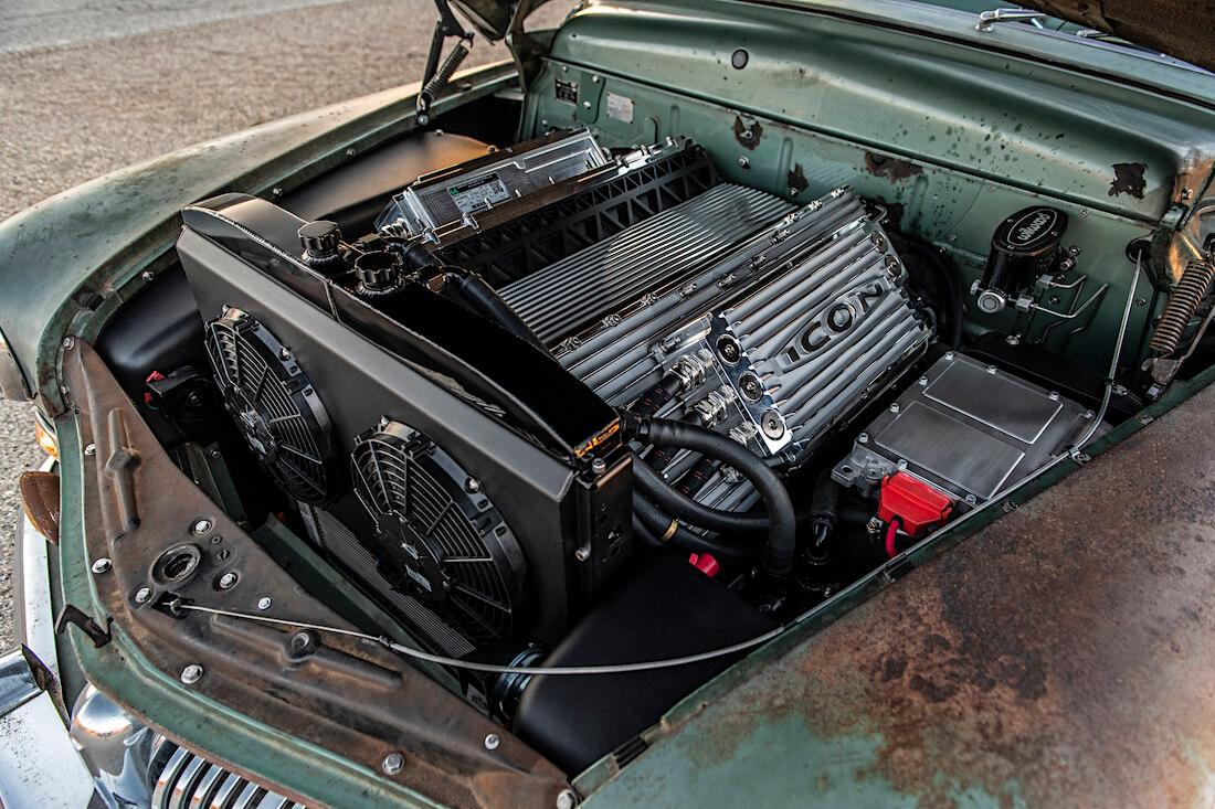 1949 Mercury Coupe Derelictin sähkömoottori ja apulaitteet. Kuva ja copyright: ICON.