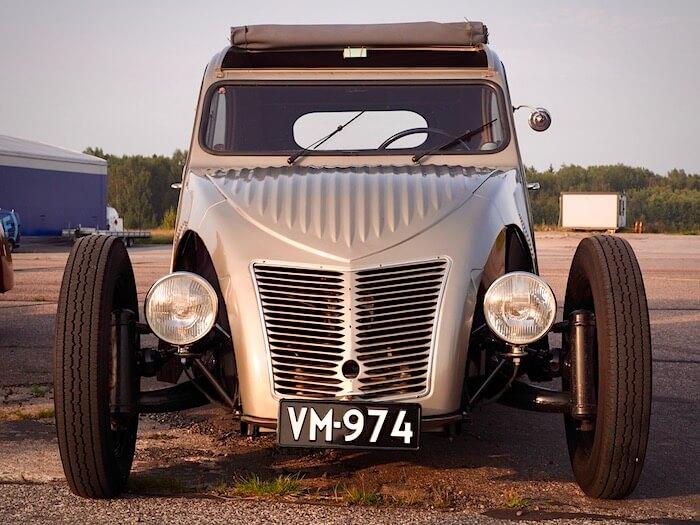 1956 Citroen 2CV rodi edestä. Kuva: Kai Lappalainen. Lisenssi: CCBY40.
