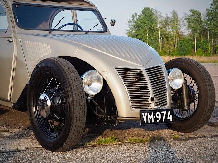 1956 Citroen 2CV hot rod. Kuva: Kai Lappalainen. Lisenssi: CCBY40.