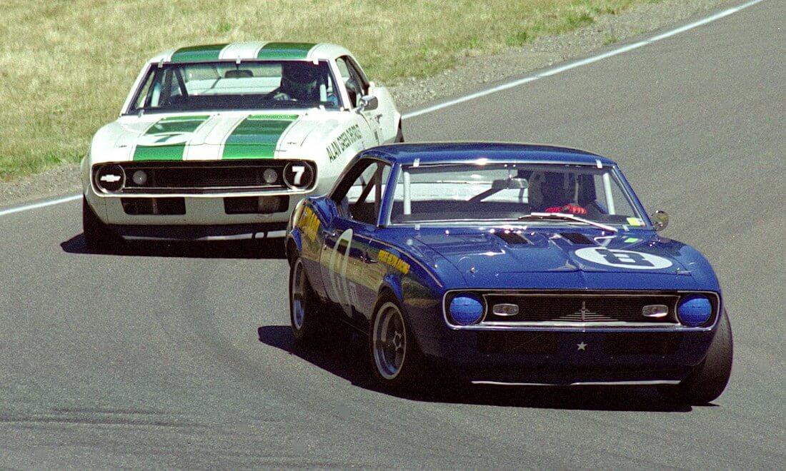 Alan Green tiimin 1967 Chevrolet Camaro Z/28 Trans-Am ja 1968 Sunoco Camaro Z28 Trans-Am. Kuva: Jim Culp. Lisenssi: CCBYNC20.
