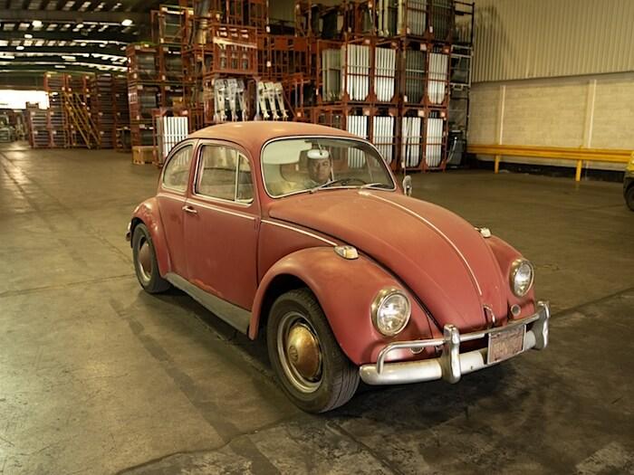 Patinoitunut 1967 VW kupla valmiina entisöitäväksi. Kuva ja copyright: Volkswagen of America.