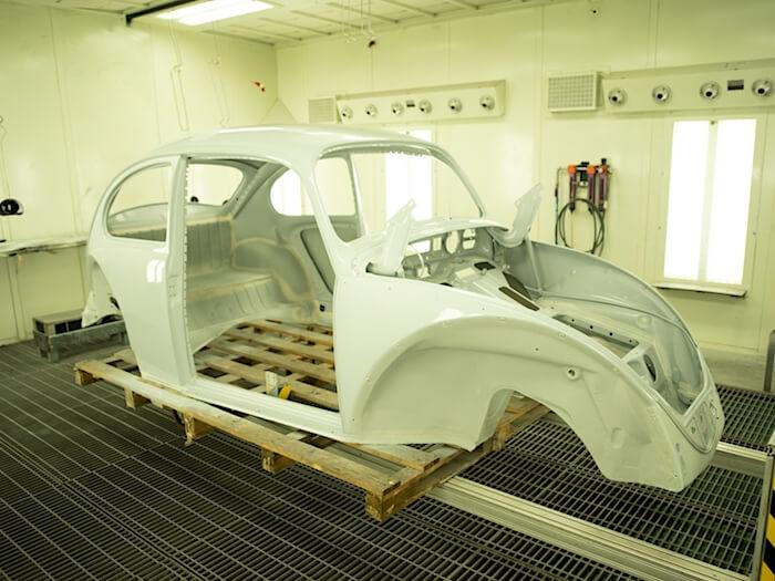 1967 kuplan kori pohjamaalattuna. Kuva ja copyright: Volkswagen of America.