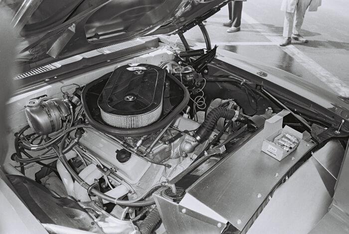 1969 Chevrolet Z/28 Trans-Am kilpa-auton 302.4cid V8-moottori. Kuva: Dave Friedman collection. Lisenssi: CCBYNCND20.