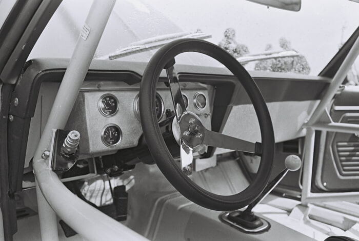 1969 Penske Chevrolet Camaro Z/28 Trans-Am kilpa-auton ohjaamo. Kuva: Dave Friedman collection. Lisenssi: CCBYNCND20.