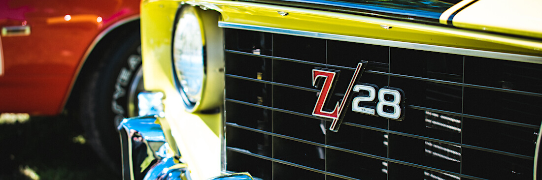 Z/28-logo keltaisen 1 gen Camaron keulassa. Kuva: Frederic Rousseau, lisenssi: CCBYNC20.