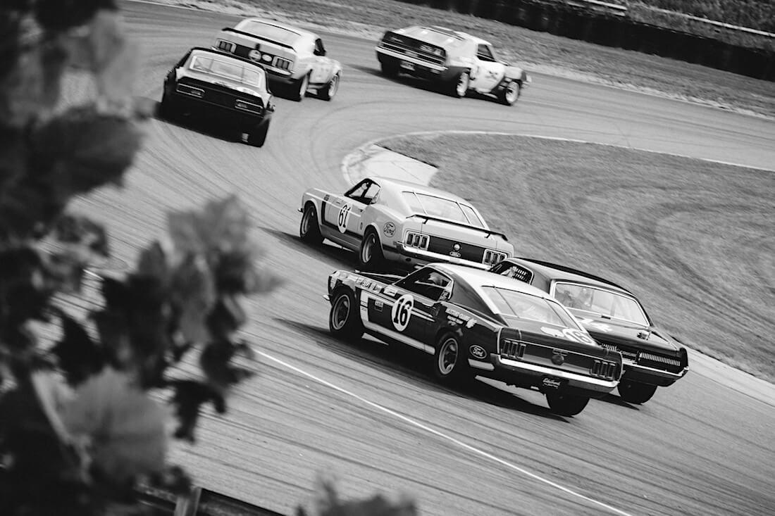 Trans-Am Historic kilpailussa Chevrolet Camaro Z28, Mercury Cougar ja Ford Mustang Boss 302. Kuva: Garret Voight, CCBYNC20.