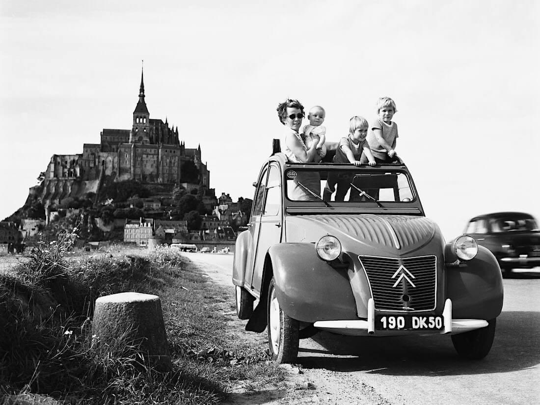 1959 Citroën 2CV AZ. Kuva ja copyright: Citroen Communications.