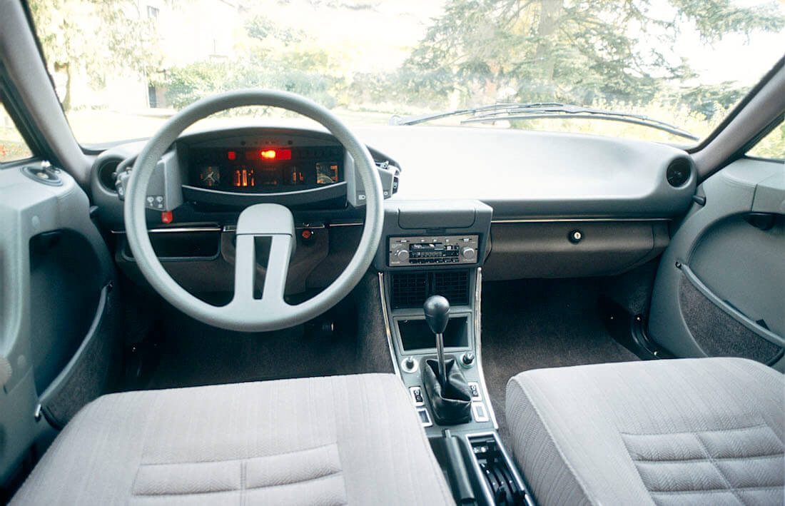 1983 Citroën CX 20 TRE ohjaamo. Kuva ja copyright: Citroen Communications.