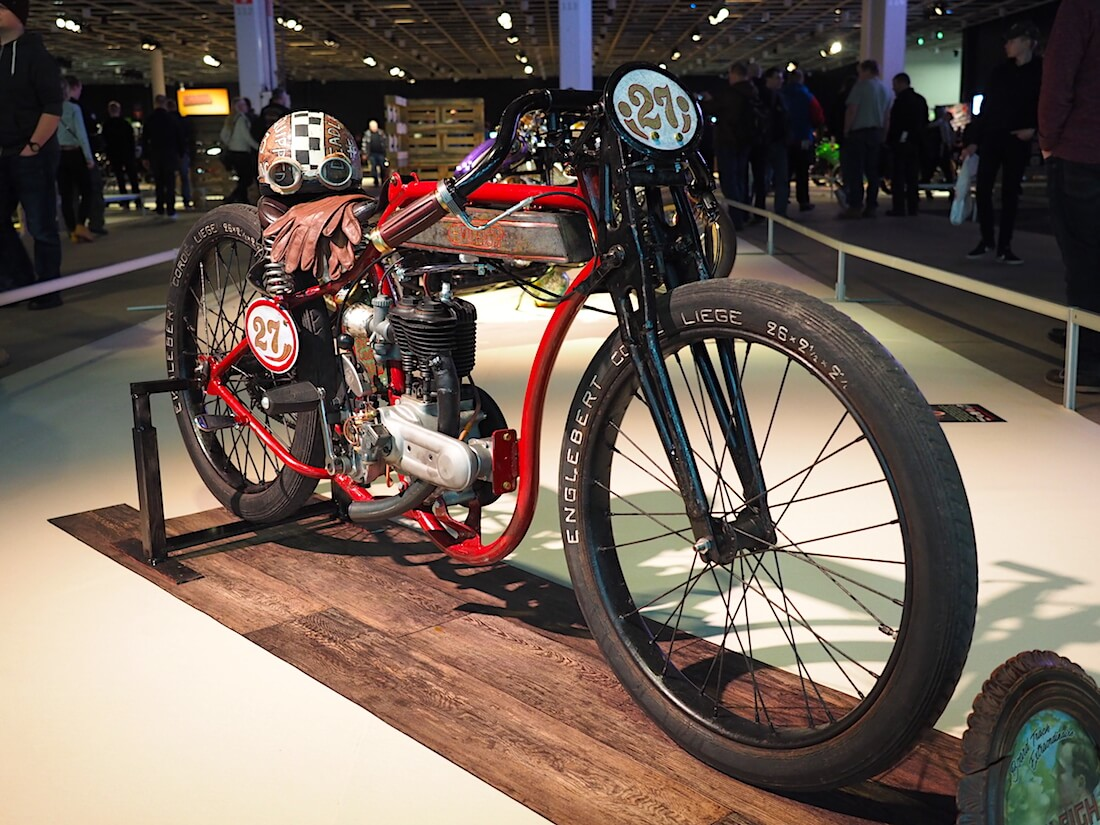 1927 Evileigh 250cc kilpapyörä Englebert renkailla. Kuva: Kai Lappalainen. Lisenssi: CC-BY-40.