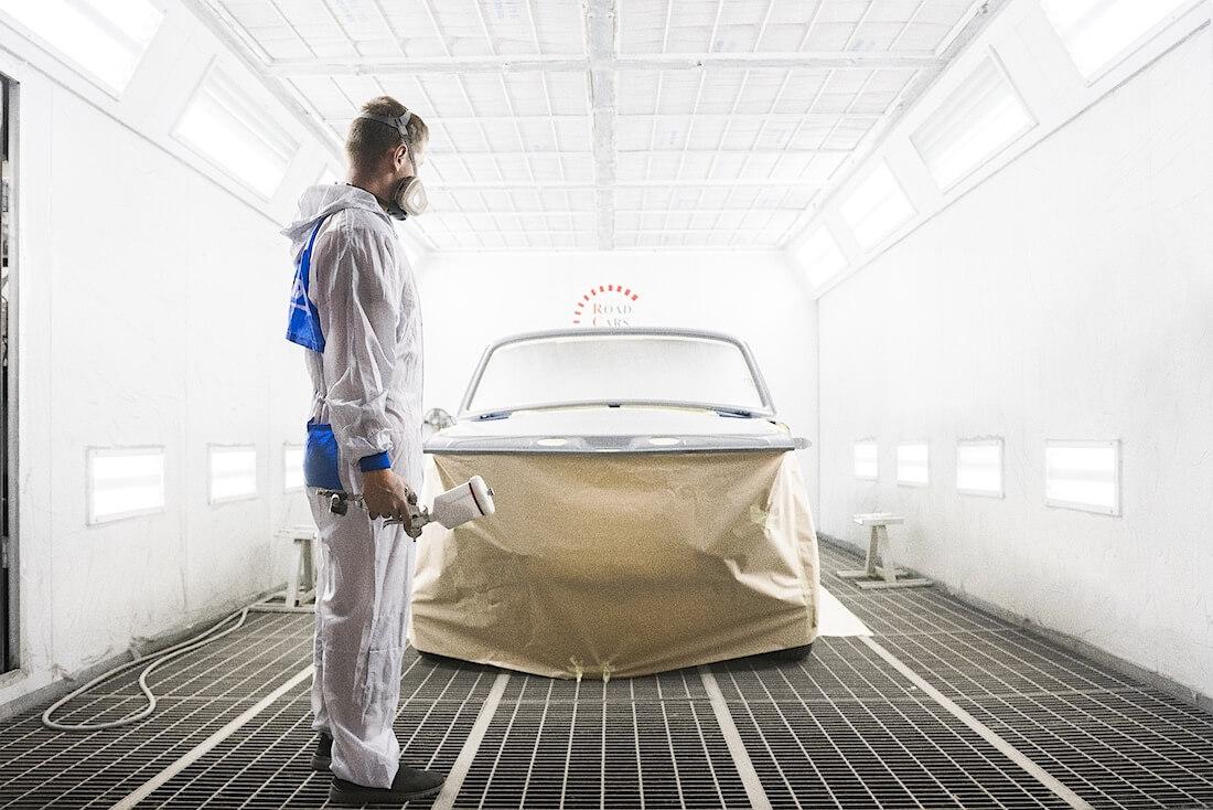 Volga GAZ-24 maalauskammiossa. Kuva ja copyright: RoadCarsMasters.
