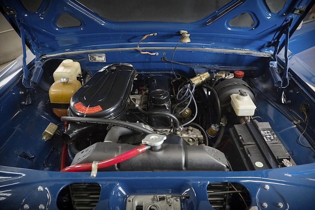 1976 Volga GAZ-24 moottori. Kuva ja copyright: RoadCarsMasters.