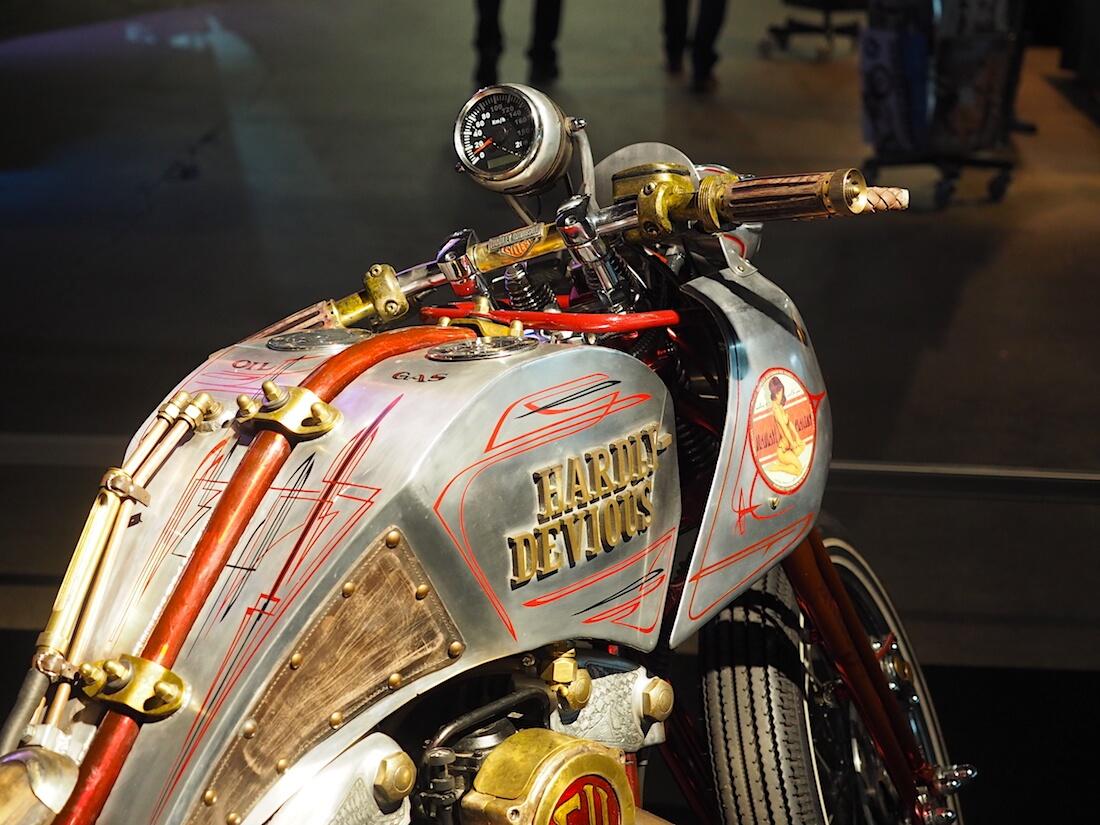 "1994 Harley-Davidson Custom ""Hardly Devious"". Kuva: Kai Lappalainen. Lisenssi: CC-BY-40."