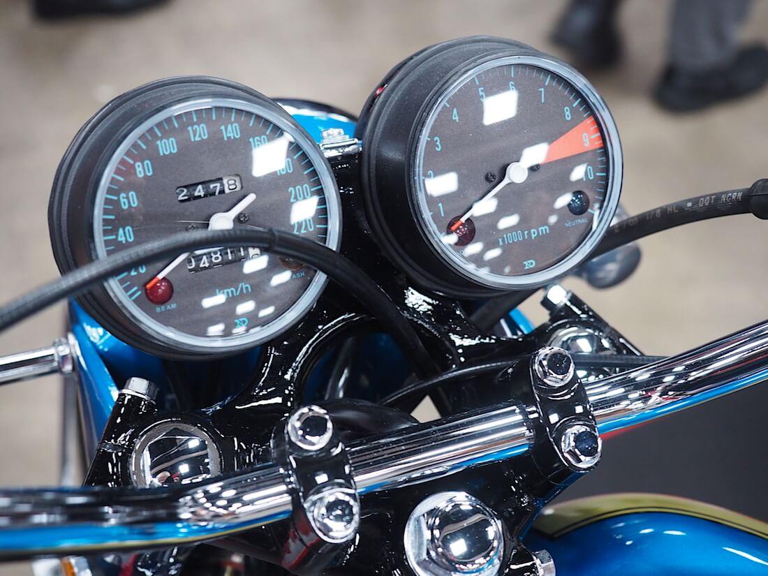 Honda CB750 moottoripyörän mittaristo. Kuva: Kai Lappalainen. Lisenssi: CC-BY-40.