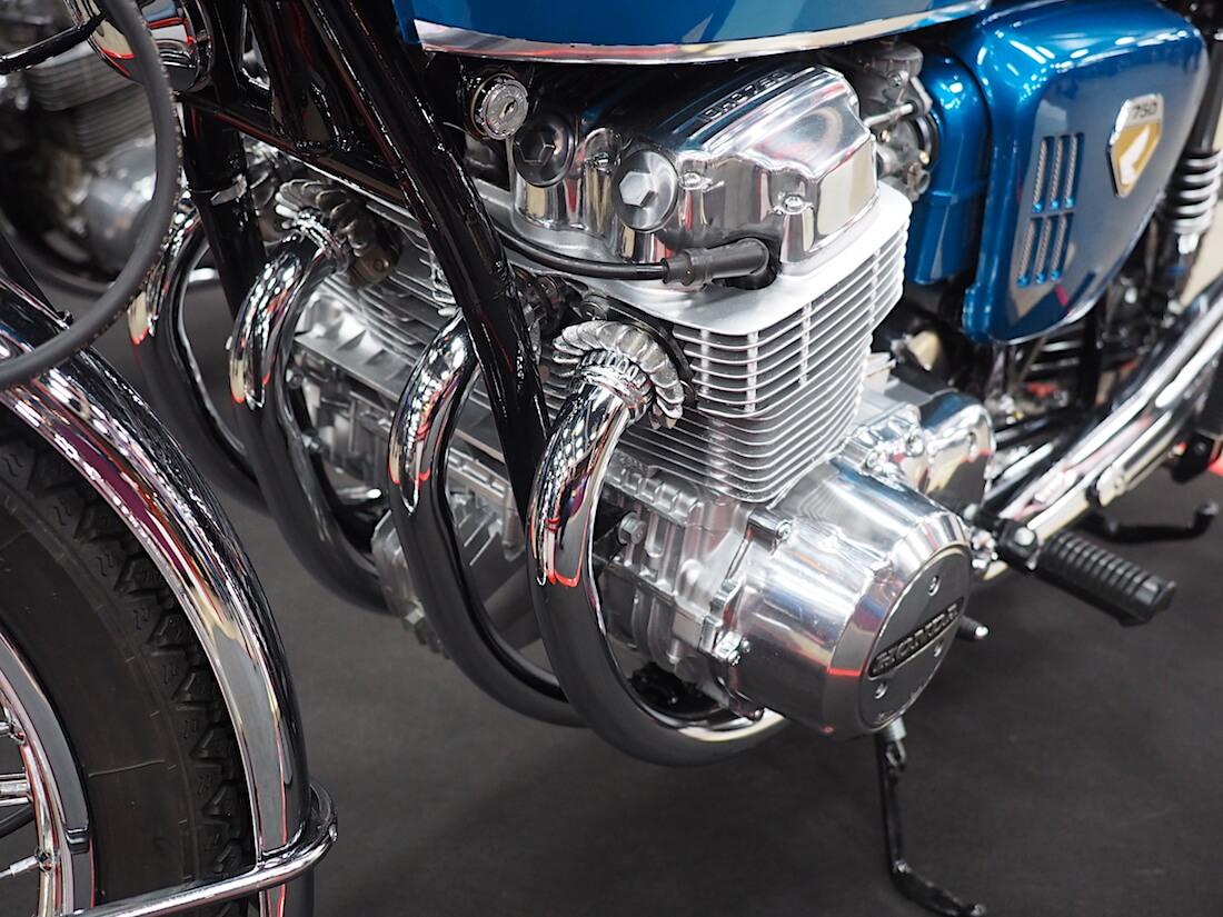 Honda CB750 Tuutti nelisylinterinen rivimoottori. Kuva: Kai Lappalainen. Lisenssi: CC-BY-40.