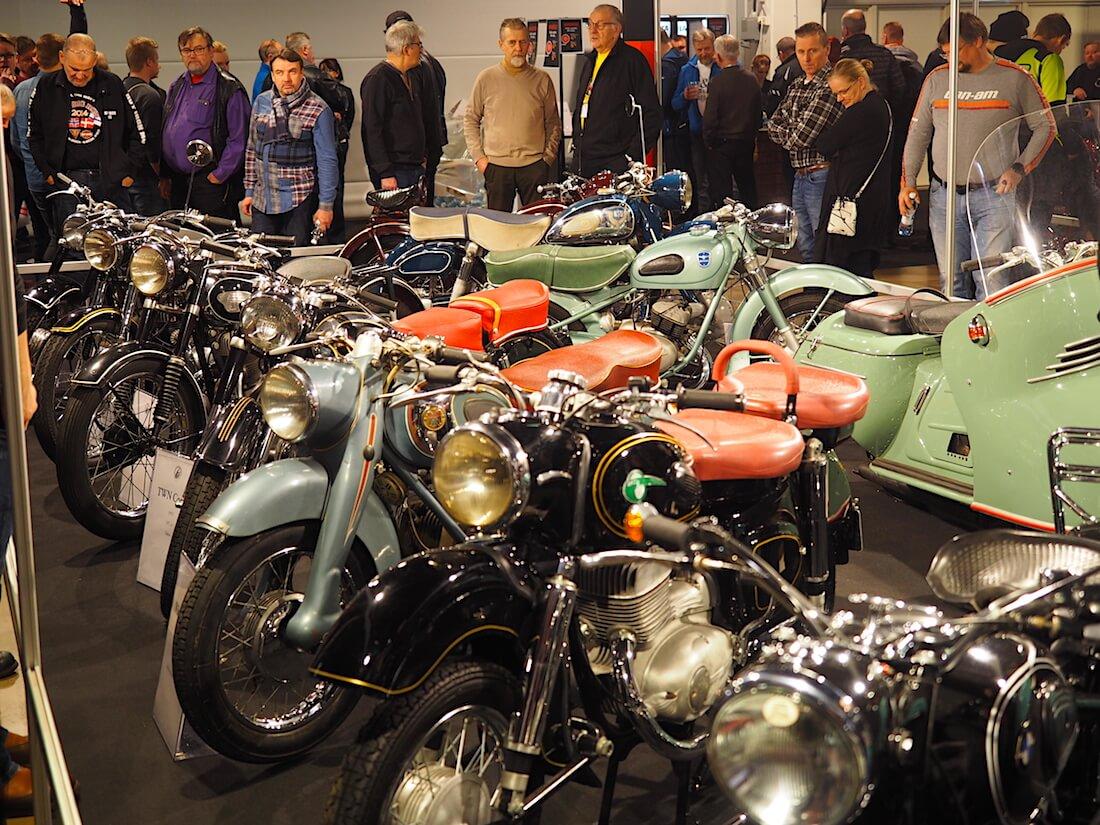 Veteraanimoottoripyöräklubin osasto MP19. Kuva: Kai Lappalainen. Lisenssi: CC-BY-40.