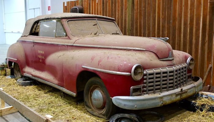 1946 Dodge Custom Convertible D24C latolöytö. Kuva: Kai Lappalainen. Lisenssi: CC-BY-40.