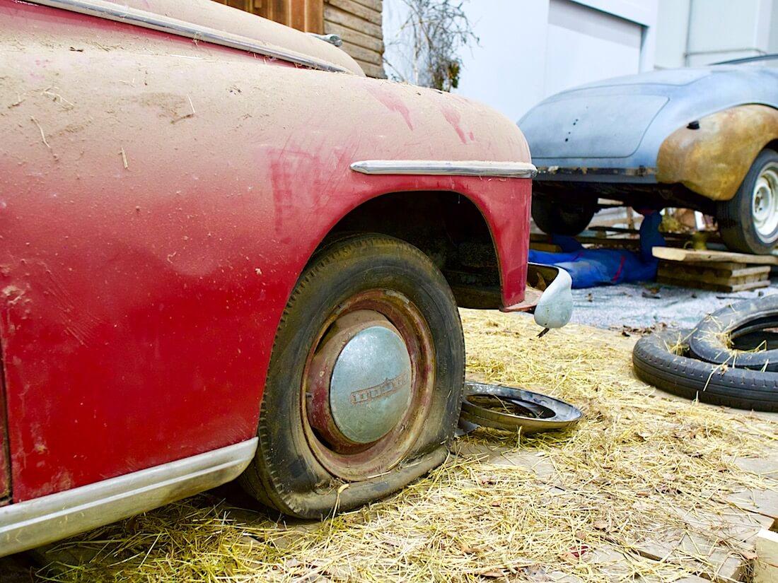 1946 Dodge Custom Convertible eturengas. Kuva: Kai Lappalainen. Lisenssi: CC-BY-40.