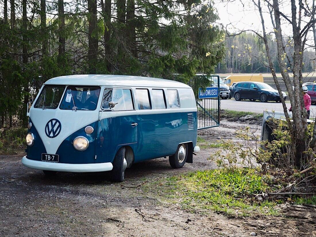 1966 Volkswagen Kleinbus junakeula Espoon automuseolla. Kuva: Kai Lappalainen. Lisenssi: CC-BY-40.