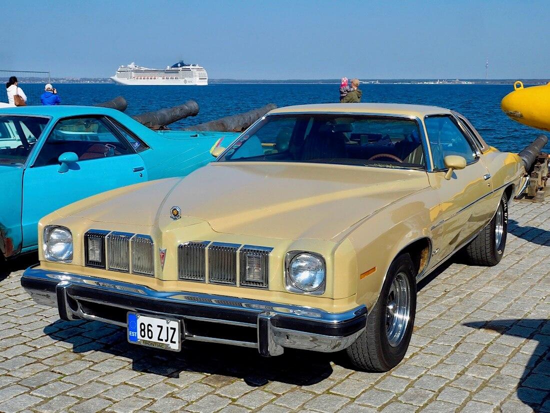 1975 Pontiac Grand LeMans 350cid V8. Kuva: Kai Lappalainen. Lisenssi: CC-BY-40.