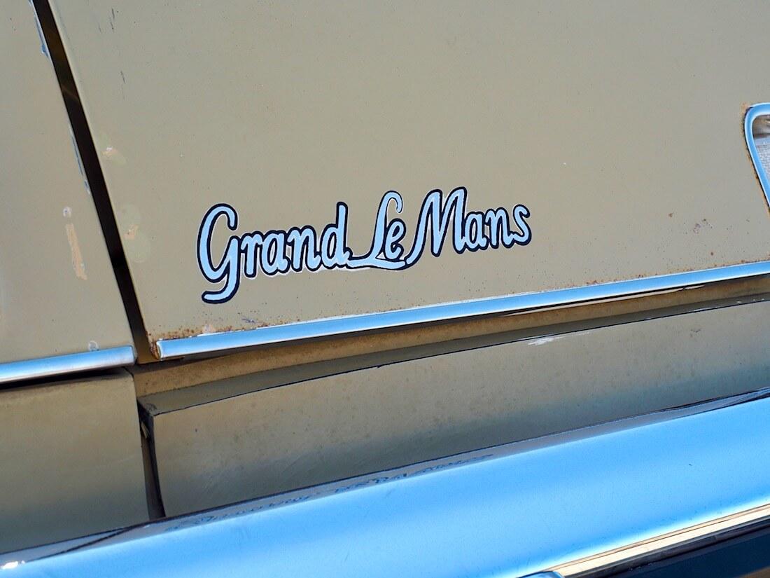 1975 Pontiac Grand LeMans logo. Kuva: Kai Lappalainen. Lisenssi: CC-BY-40.
