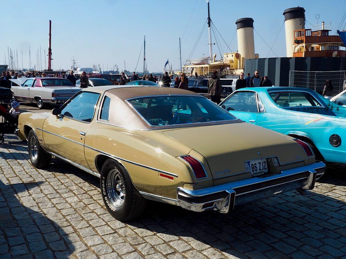 1975 Pontiac Grand LeMans sedan 350cid. Kuva: Kai Lappalainen. Lisenssi: CC-BY-40.