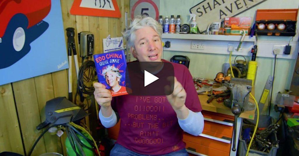 Edd China esittelee kirjansa Grease Junkie: The book of moving parts. Kuva ja Copyright: Edd China (Youtube)