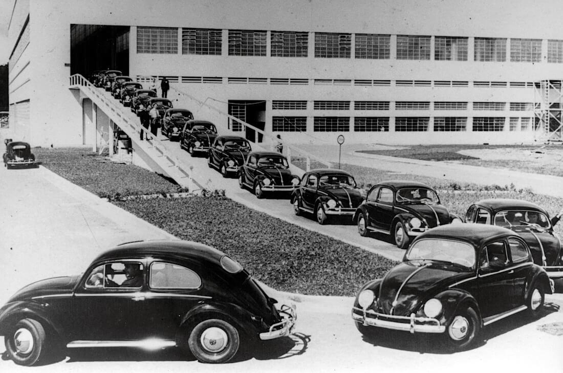 Volkswagenin Sao Bernando do Campon tehtaan käyttöönottojuhlan autoja. Kuva ja copyright: Volkswagen of Brazil.