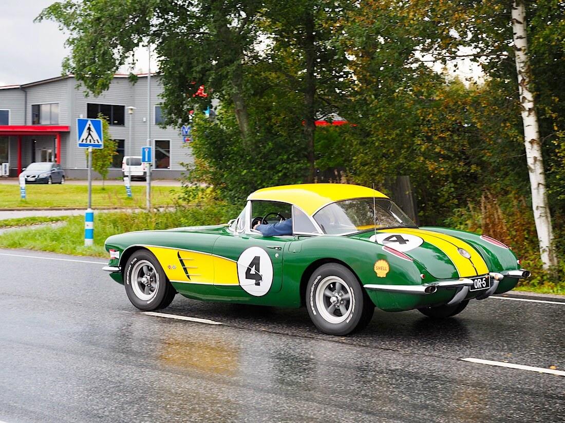 Vihreä-keltainen 1959 Chevrolet Corvette racing