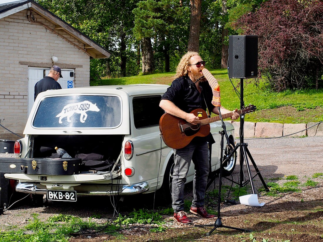 Muusikko Toivo Susi ja 1967 Volvo Amazon farmari