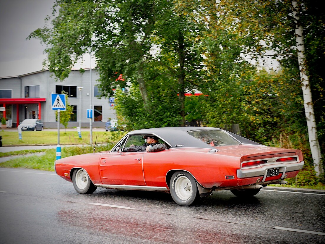 Punainen 1970 Dodge Charger 440cid.