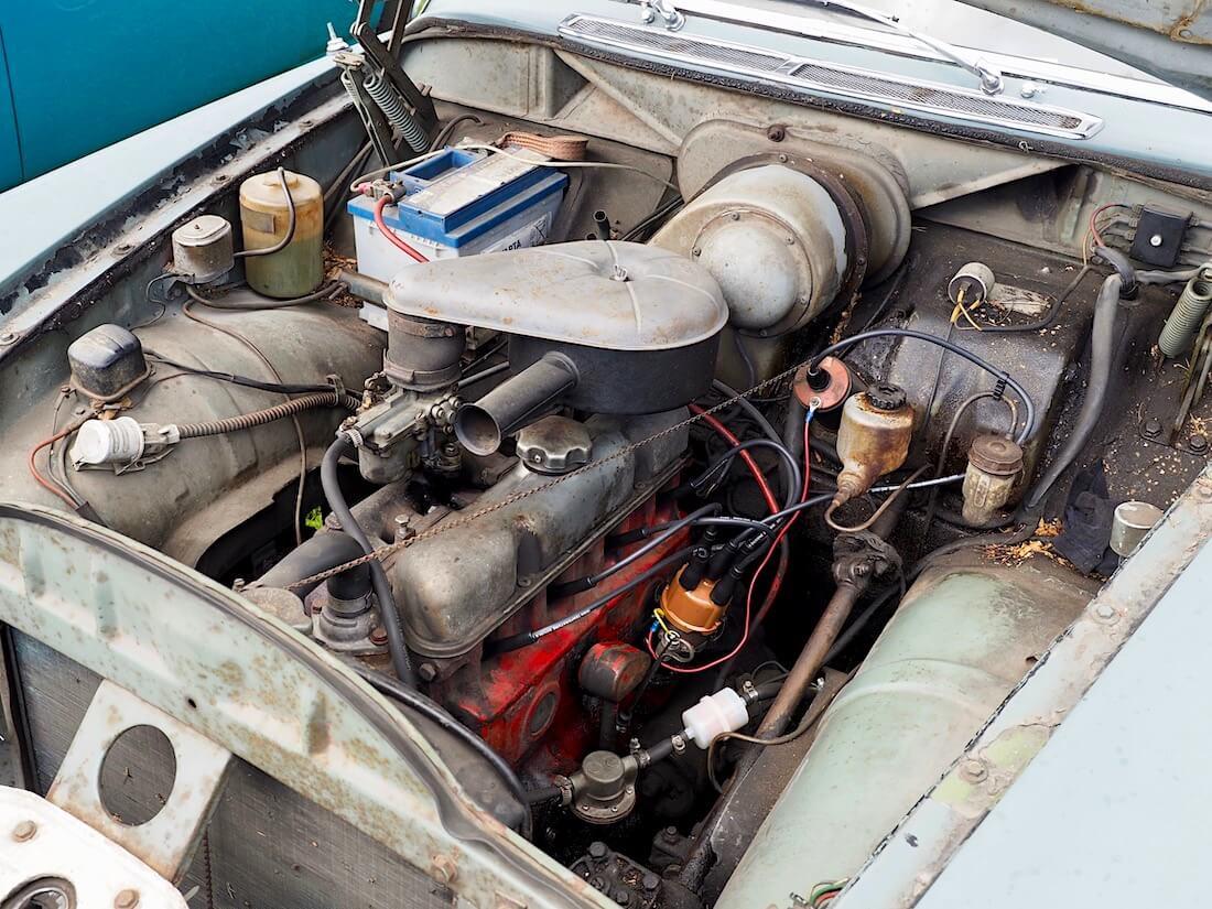 Hiihtäjälegenda Veikko Hakulisen Volvo Amazonin moottori