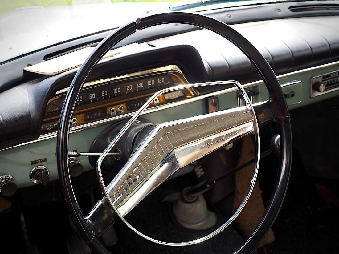 Hiihtäjälegenda Veikko Hakulisen 1962 Volvo Amazonin ratti