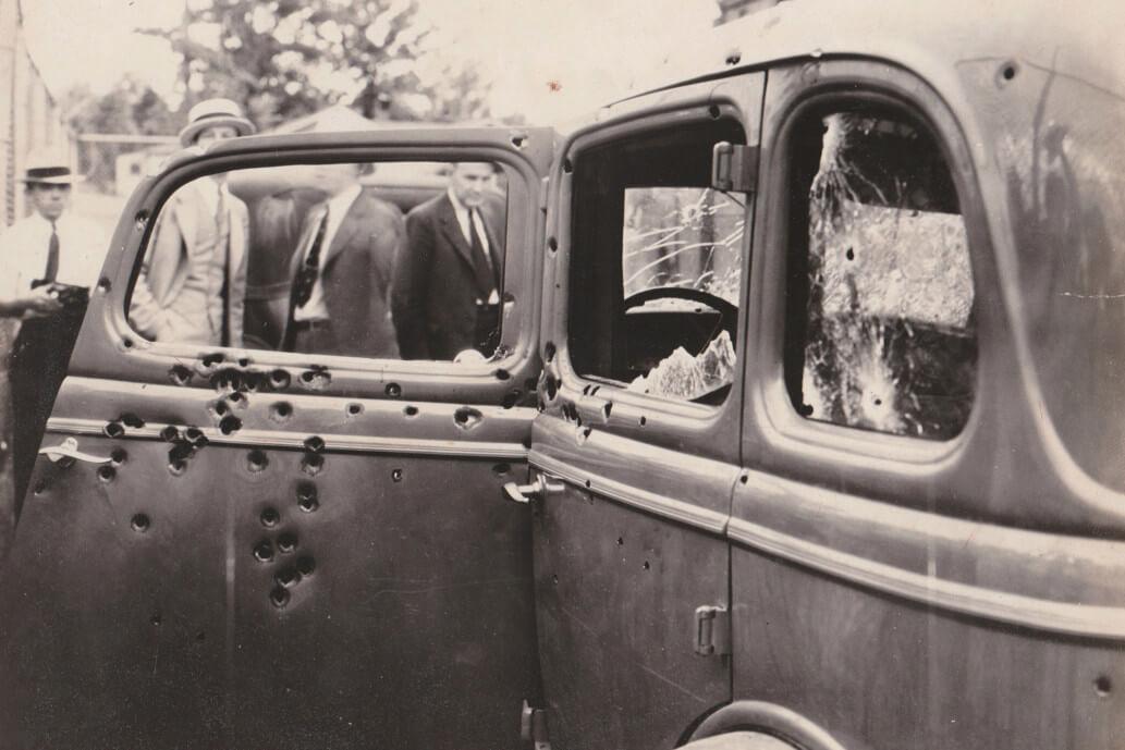 Luodinreikiä Bonnien ja Clydeb 1934 Fordissa