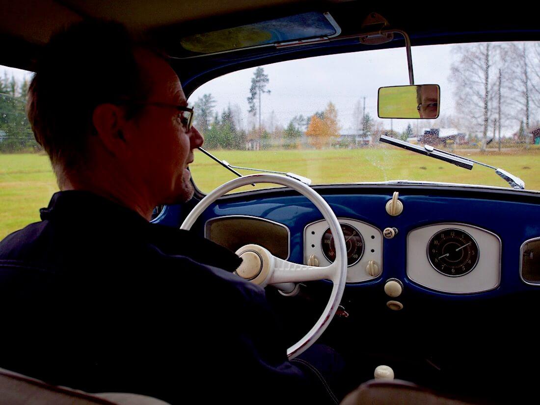 Heikki Naapuri ajaa 1951 VW kuplaansa