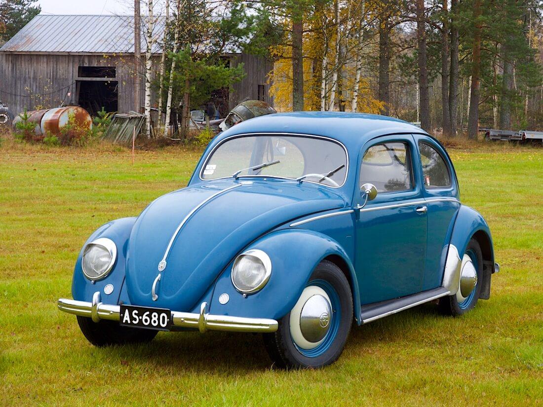 1951 VW kupla ladon edessä