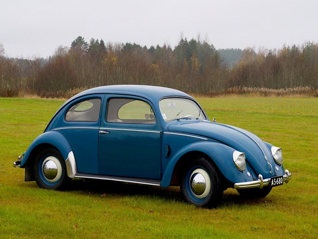 1951 VW kupla metsän reunassa