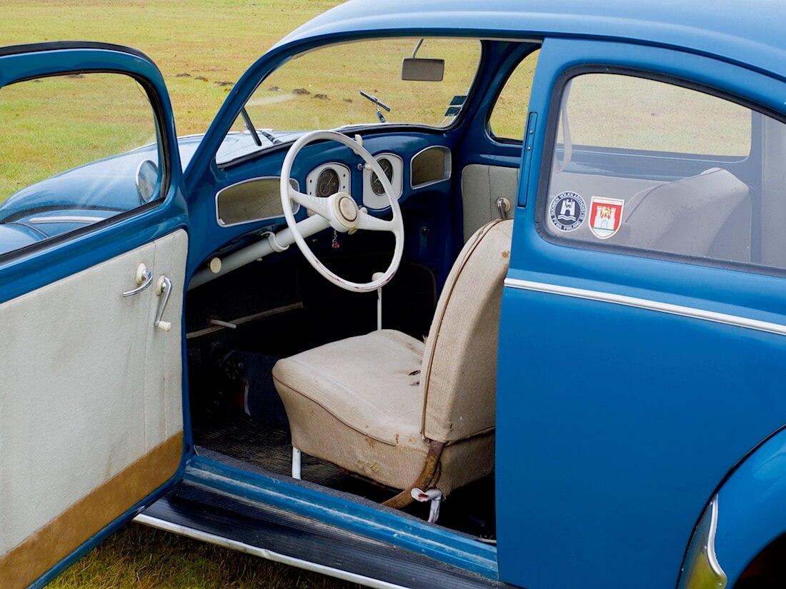 1951 VW kuplan sisusta ja kuljettajan istuin