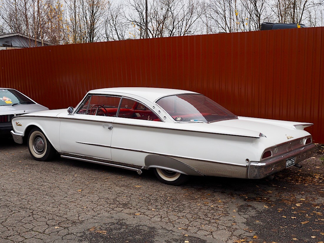 Valkoinen 1960 Ford Starliner Club Victoria 292cid